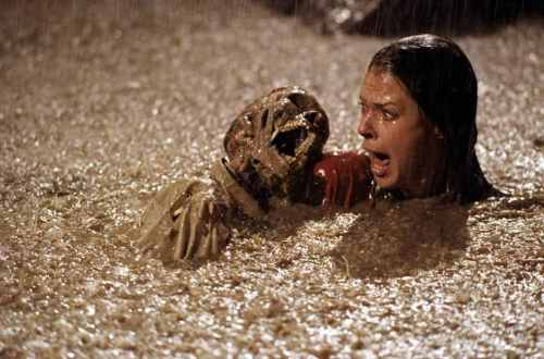 JoBeth-Williams-in-Poltergeist-1982-Movie-Image